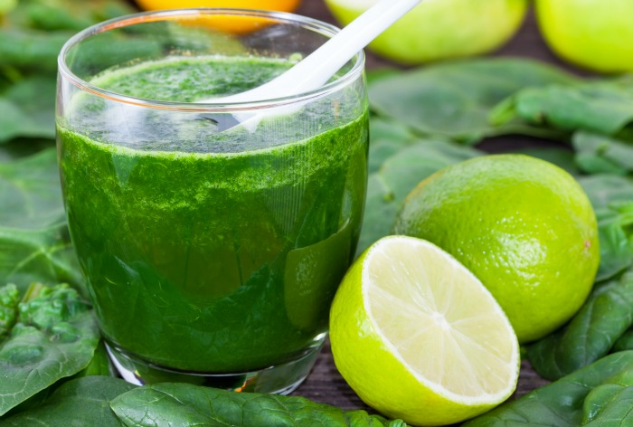 kale apple smoothie with lime