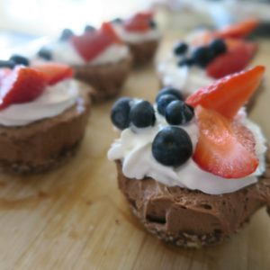 No-Bake Gluten-Free Vegan Chocolate Cheesecakes